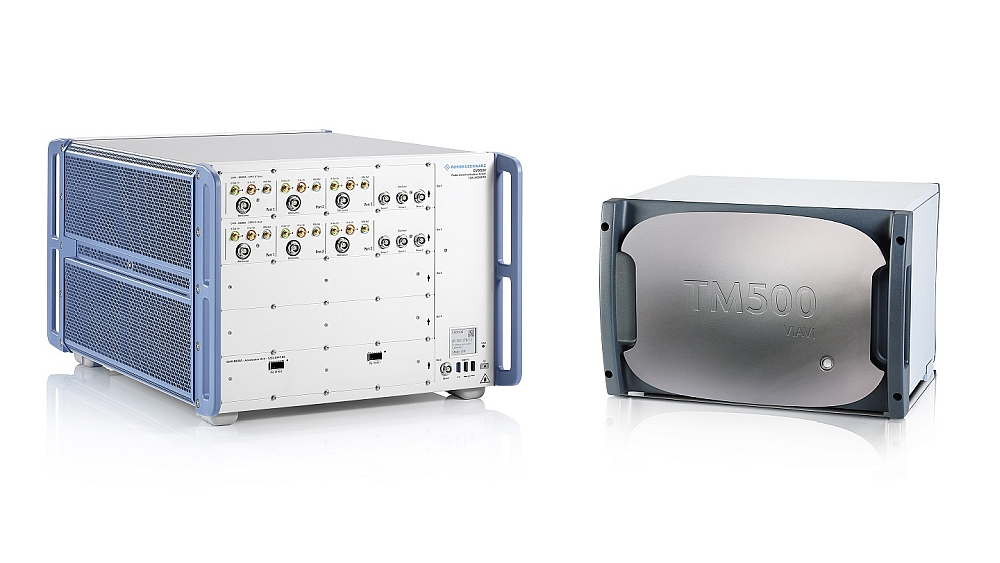 Radio communication tester R&S CMX500 from Rohde & Schwarz and network tester TM500 from Viavi.