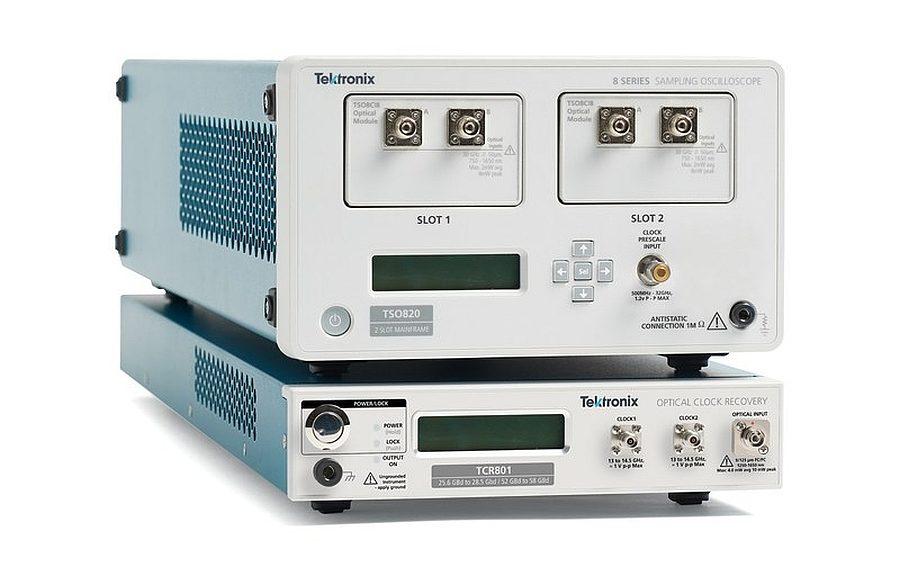 TSO820 Sampling Oscilloscope and TCR801 Optical Clock Recovery Module from Tektronix