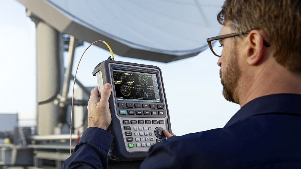 Rohde & Schwarz ZNH portable vector network analyzer